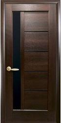 Межкомнатные двери Грета с черным стеклом, ПВХ DeLuxe Каштан