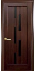 Межкомнатные двери Лаура с черным стеклом, ПВХ DeLuxe Каштан